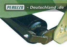Heckstützrolle, höhenverstellbar mit Abstreifer.