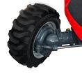 extra starke und robuste Allradvorderachse mit hydraulischer Lenkung und großem Einschlagwinkel ermöglicht einen kleinen Wendekreis